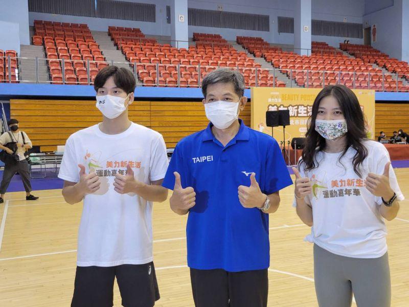 ▲台灣蝶王王冠閎(左)今參加活動。(圖/黃建霖攝)