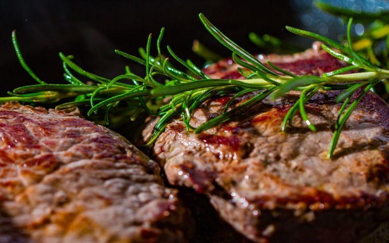▲巴西的農業部4日發表聲明,由於國內兩家不同肉品工廠證實兩起「非典型」狂牛症病例,已暫停出口牛肉至最大消費國家中國。(圖/翻攝自Pixabay圖