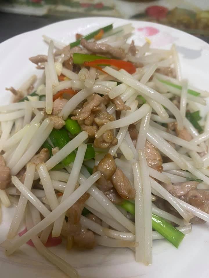 ▲女網友分享「銀芽炒肉絲」這道料理。(圖/翻攝家常菜臉書)