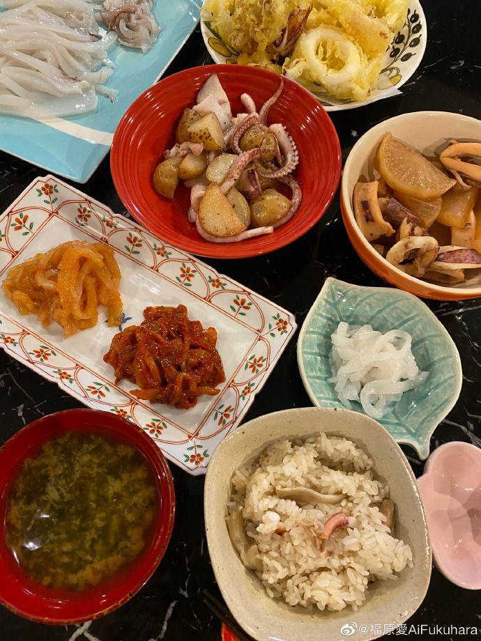 ▲▼福原愛分享自己做的烏賊餐。(圖/福原愛微博)