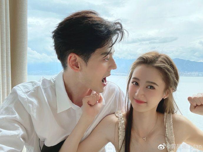 ▲郭品超(左)選在馬澤涵25歲生日認愛。(圖/翻攝郭品超微博)