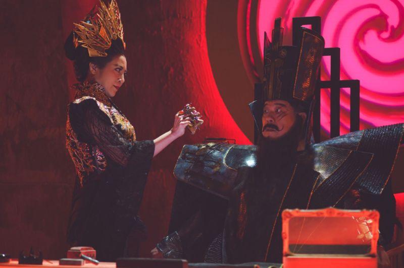 ▲王彩樺(左)、羅北安《孟婆客棧》探討生死議題。(圖/公視台語台)