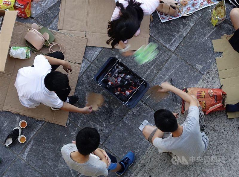 ▲台中市政府今天宣布,即日起台中市所有戶外公共場域一律禁止烤肉活動,家裡烤肉則只限同住家人。(圖/中央社)