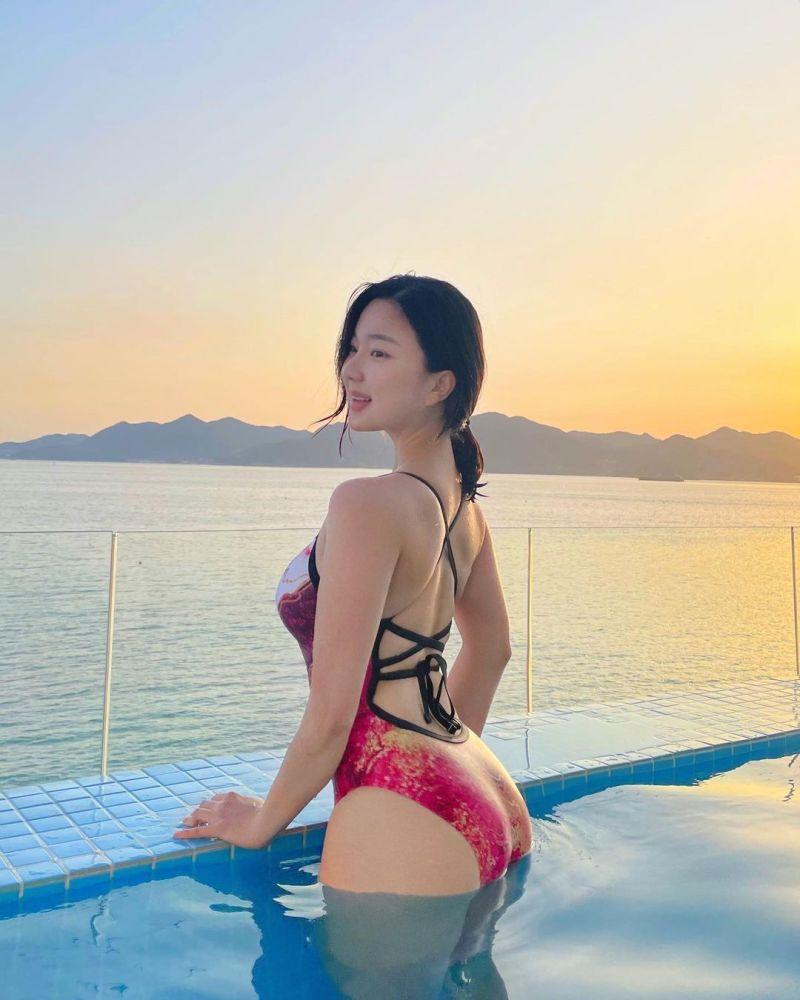 ▲▼南韓YouTuber「百萬聖熙」五官清秀,身材卻相當火辣。(圖/100_s2