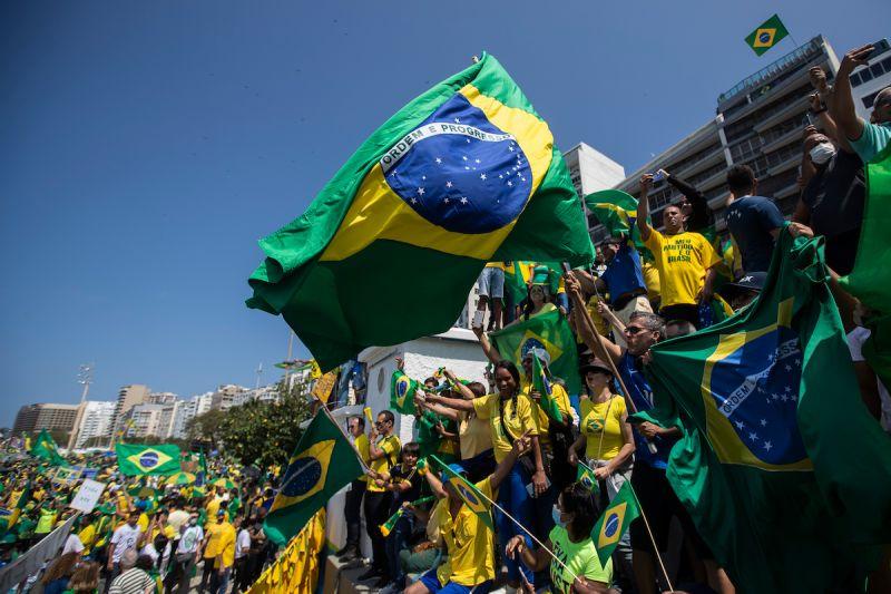▲巴西數百名抗議民眾響應由保守派團體發動的示威抗爭,他們不滿總統波索納洛並要求彈劾他。資料照。(圖/美聯社/達志影像)