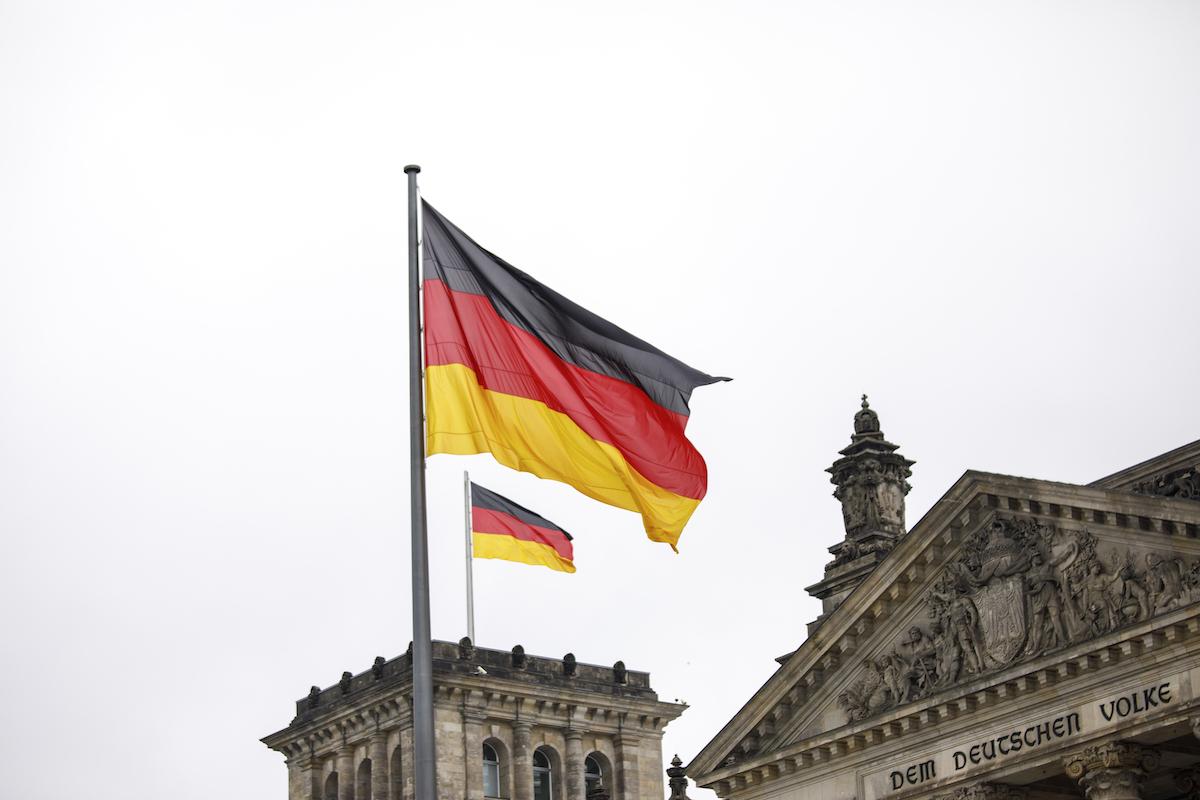 ▲德國綠黨和自由民主黨表示,已選擇與在本屆選舉得票居首的社會民主黨(SPD)開啟三方組閣談判,這將重擊現任總理梅克爾所屬的保守派基民/基社聯盟(CDU/CSU)。示意圖。(圖/美聯社/達志影像)