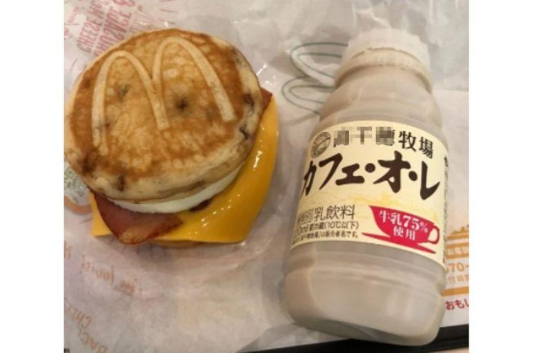 ▲這款「McGriddles」是麥當勞於2003年推出的限定漢堡,目前僅有日本、美國等少數地區有持續販售。(圖/翻攝Dcarf)