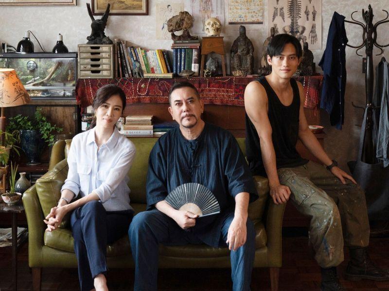 ▲謝盈萱(左)、黃秋生、謝盈萱、范少勳《四樓的天堂》預告推出。(圖/公視、行者影像文化提供)