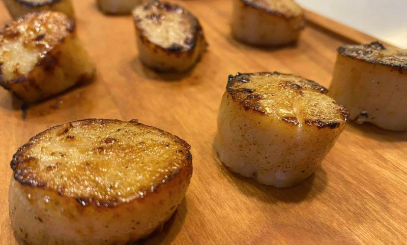 ▲原PO分享干貝的料理方式,直呼「跟牛排一樣外酥內嫩」。(圖/翻攝自《Costco好市多 商品經驗老實說》)