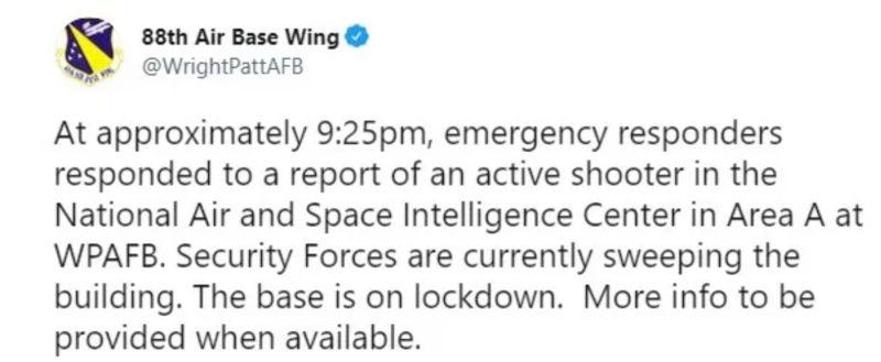 ▲美國空軍第88基地聯隊表示,在獲報有一名槍手正在總部設在俄亥俄州萊特-派特森空軍基地的美國國家空中和太空情報中心行凶,萊特-派特森空軍基地已經封鎖追捕槍手中。(圖/翻攝自推特)
