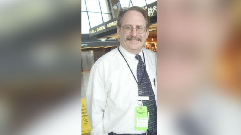 ▲已經退休的美國航空公司櫃台人員艾爾克斯,當年曾在不知情的情況下,替911劫機犯辦理登機。(圖/翻攝自ABC News)