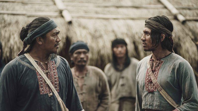 ▲《斯卡羅》張瑋帆(右)飾演大股頭接班人「朱雷」,現實中也擁有排灣族血統,左為查馬克・法拉屋樂。(圖/公視提供)