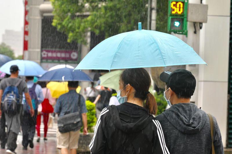▲台北市、新北市及基隆市宣布,13日恢復正常上班、正常上課。(圖/NOWnews影像中心)