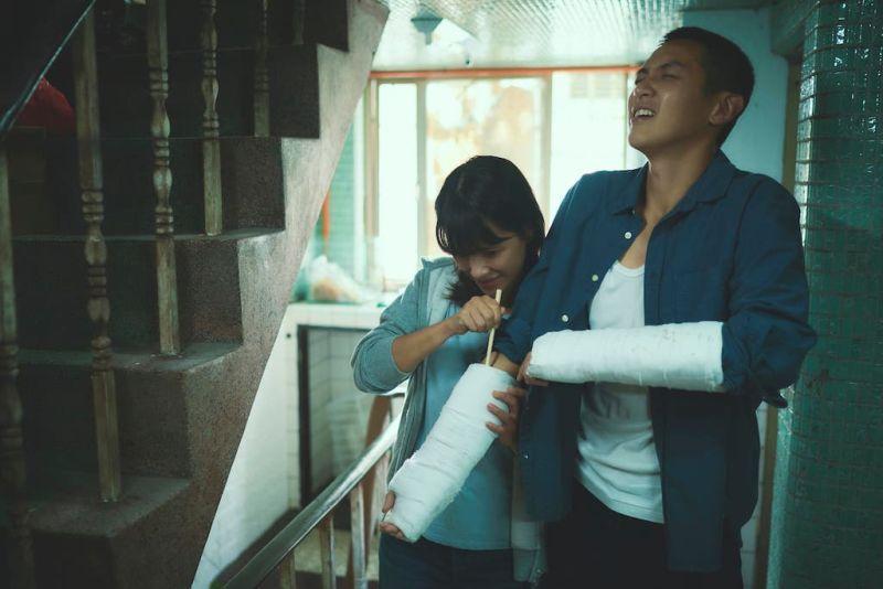 ▲李心潔用心照顧受傷的柯震東(右)。(圖/双喜電影提供)