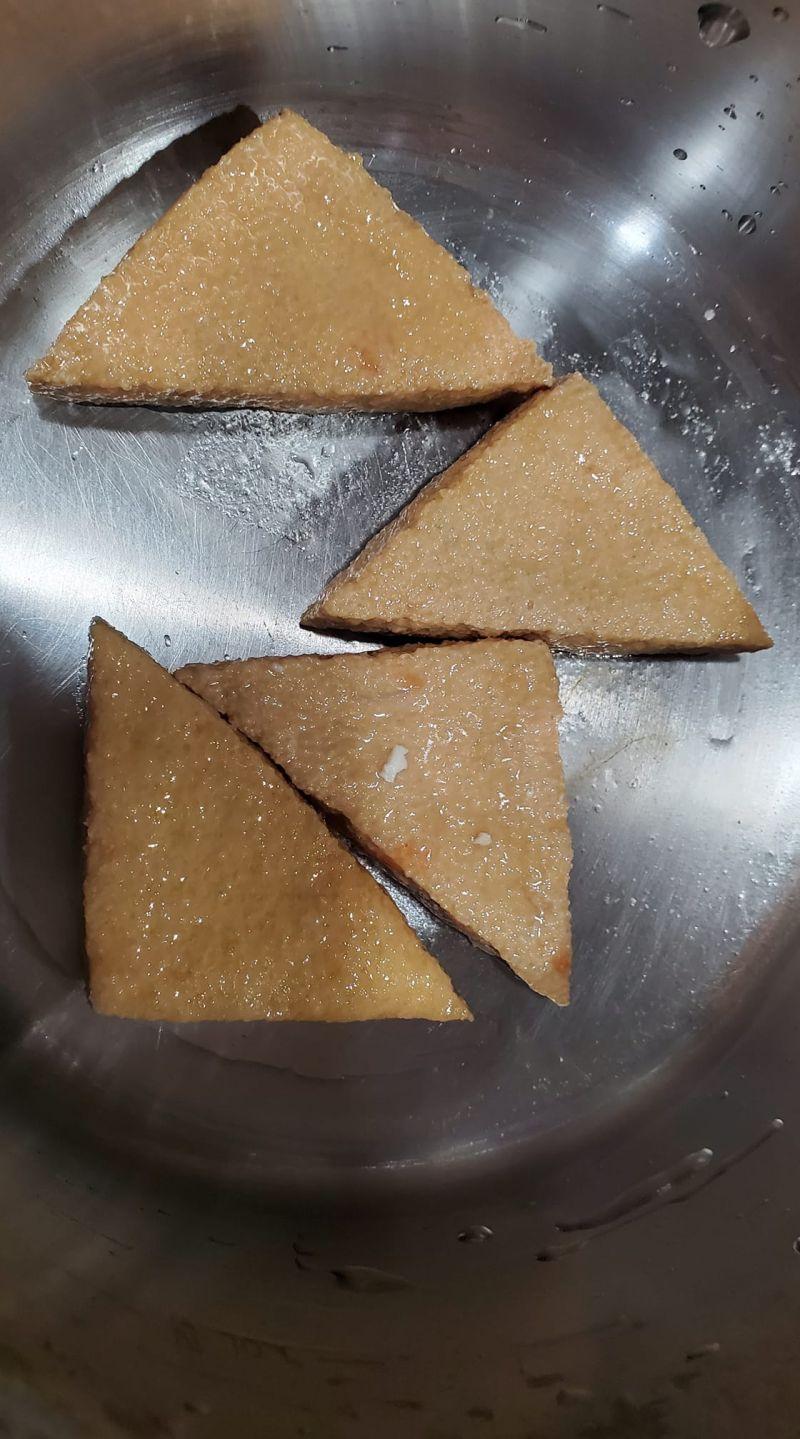 ▲多數網友都建議,油豆腐可以拿來滷,但也有內行推薦煮湯。(圖/翻攝自《廚藝公社》)