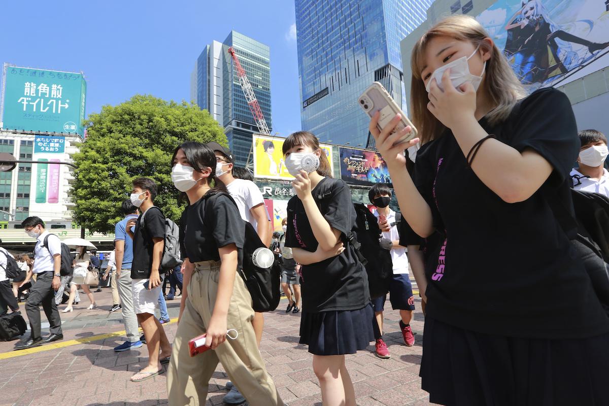 ▲日本東京都COVID-19疫情持續趨緩,10日新增60例確診病例,比昨天減少22例,連兩天創今年新低紀錄。(圖/美聯社/達志影像)