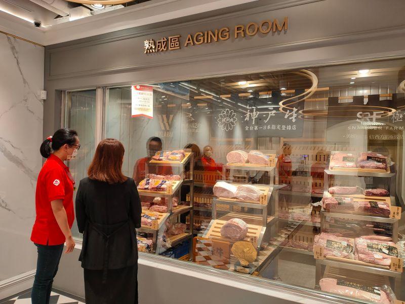 ▲牛肉界的「愛馬仕」美福集團旗下的精品超市「美福食集」,看好台中高端消費市場,特別此時在烏日成立全國第二家門市(圖/柳榮俊攝2021.9.13)