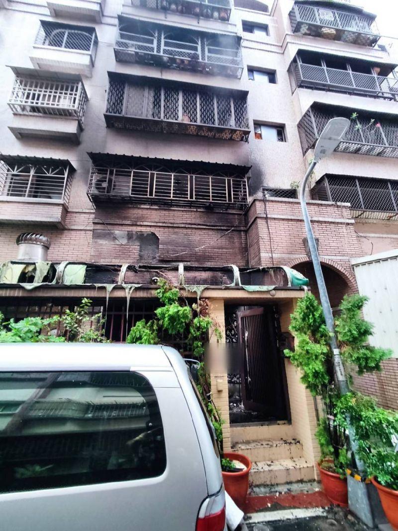 ▲起火點位於公寓一樓。(圖/翻攝畫面)