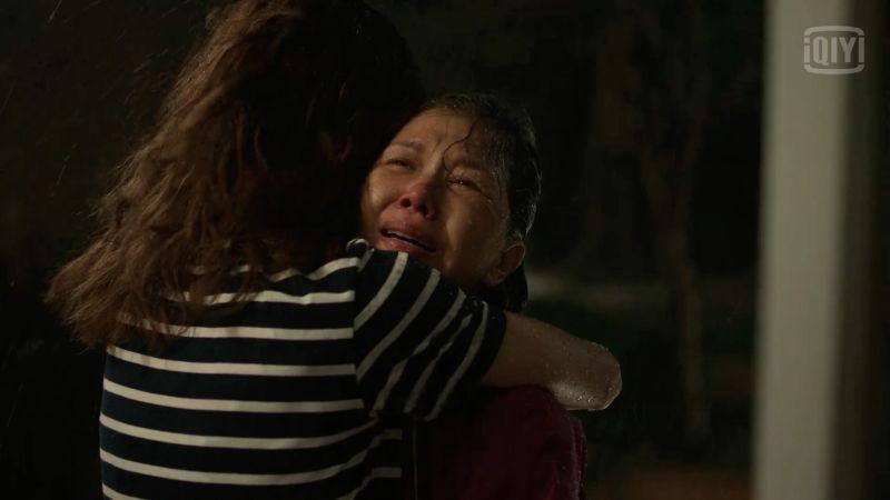 ▲嘉玲媽見到老公疑似出軌,哭著來找女兒。