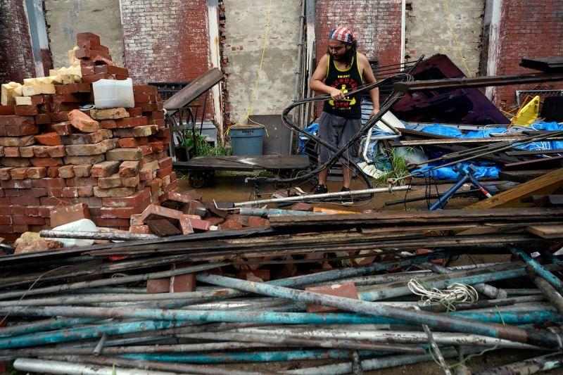 ▲熱帶風暴尼可拉斯增強為颶風,沿著德州海岸登陸。(圖/美聯社/達志影像)
