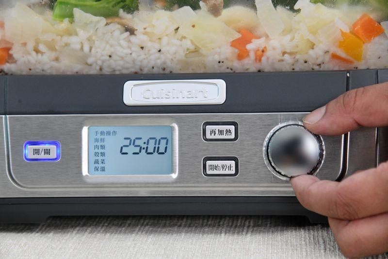▲美膳雅數位玻璃蒸鮮鍋搭配六種烹調模式,包括海鮮、蔬菜、肉類、穀類、手動以及保溫。(圖/記者林柏年拍攝)