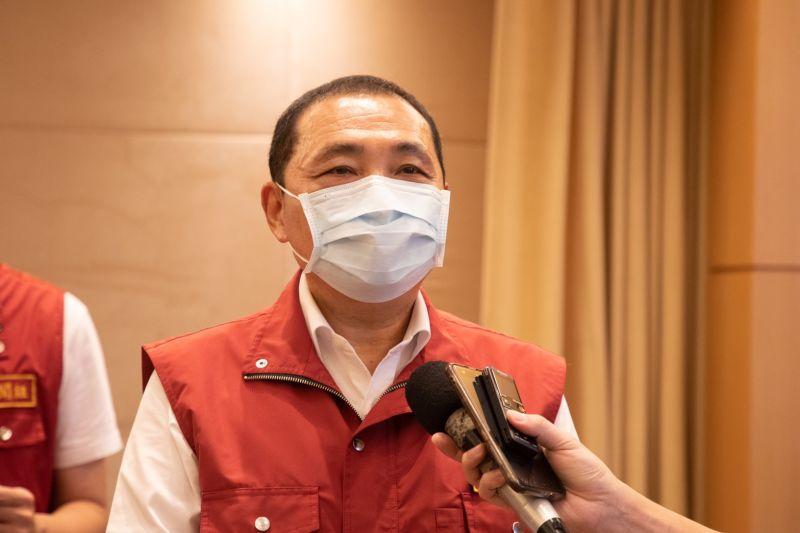 ▲侯友宜表示,若疫情持續穩定,最快有望於23日降回二級警戒。(圖/新北市政府提供)