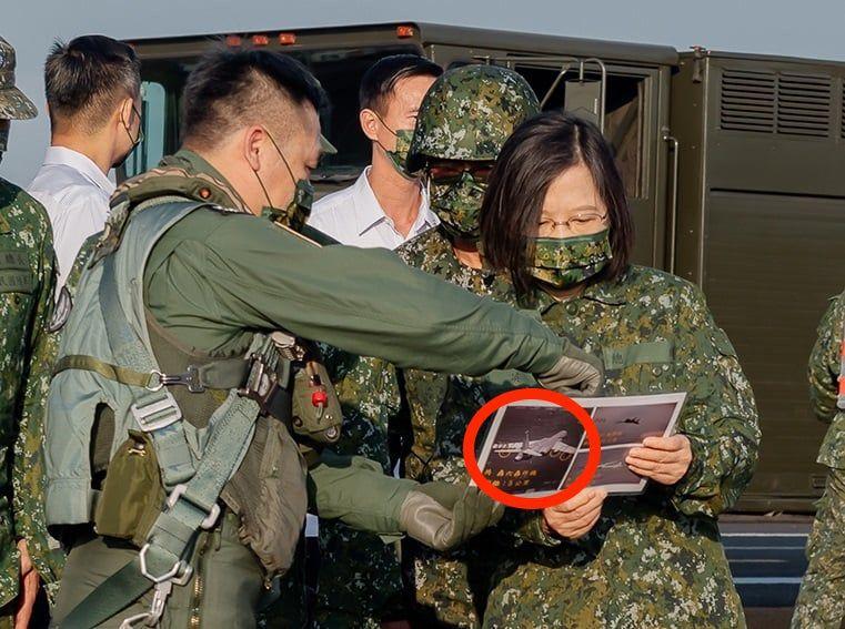 影/F-16V戰機六點鐘方向監控共軍轟6 漢光演習首度曝光