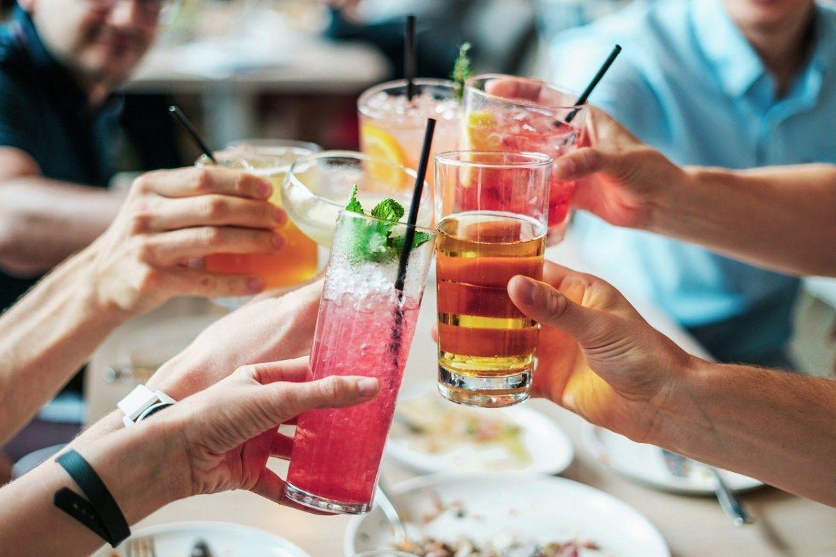 日本研究 聚餐不戴口罩染疫風險增近4倍