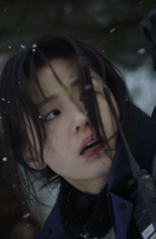 ▲▼全智賢劇中飾演守林員。(圖/愛奇藝國際站、tvN)
