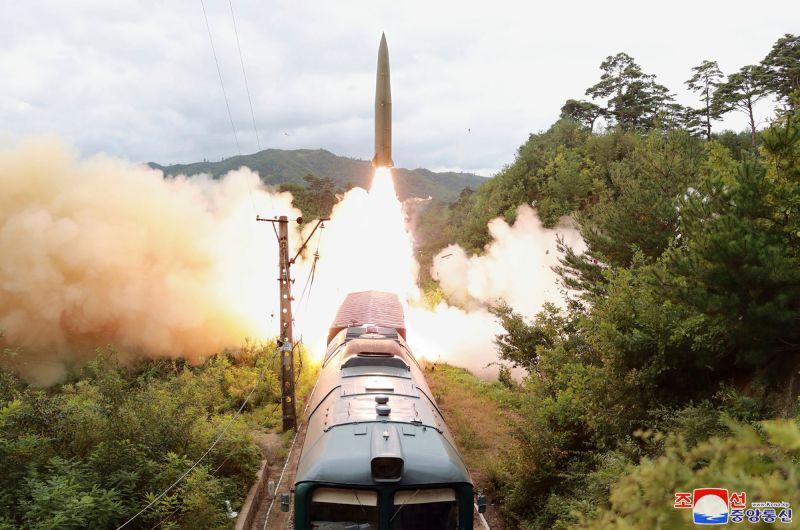 北韓射彈命中800公里外目標 鐵路機動飛彈團曝光