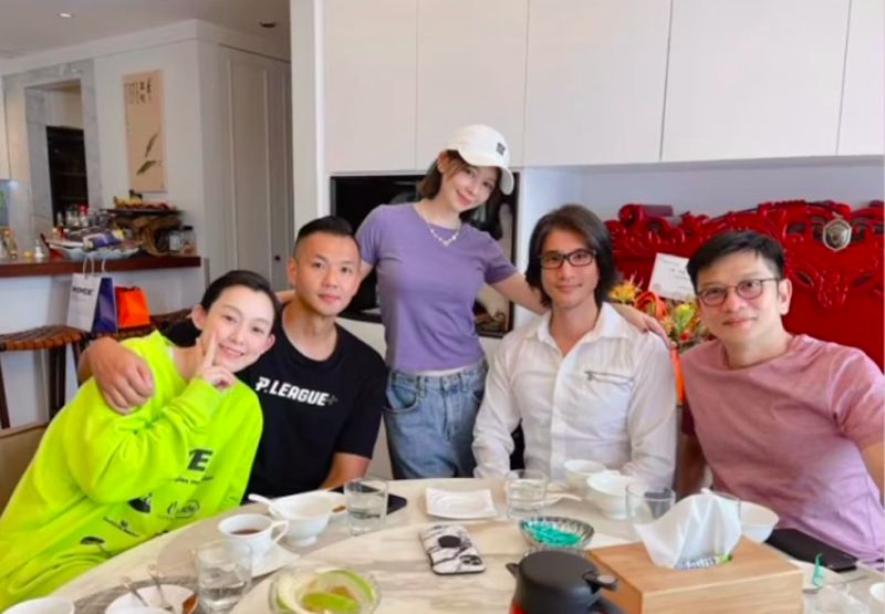 ▲范瑋琪(左起)、黑人、徐若瑄、王力宏、陳子鴻聚餐,遭轟「防疫破口」。(圖/翻攝徐若瑄IG)