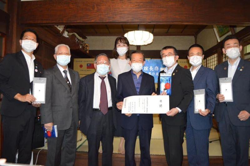 ▲駐日代表謝長廷今(17)日出席企業捐贈日本口罩儀式,並表示這是日本捐台疫苗的回禮。(圖/翻攝自謝長廷臉書專頁)