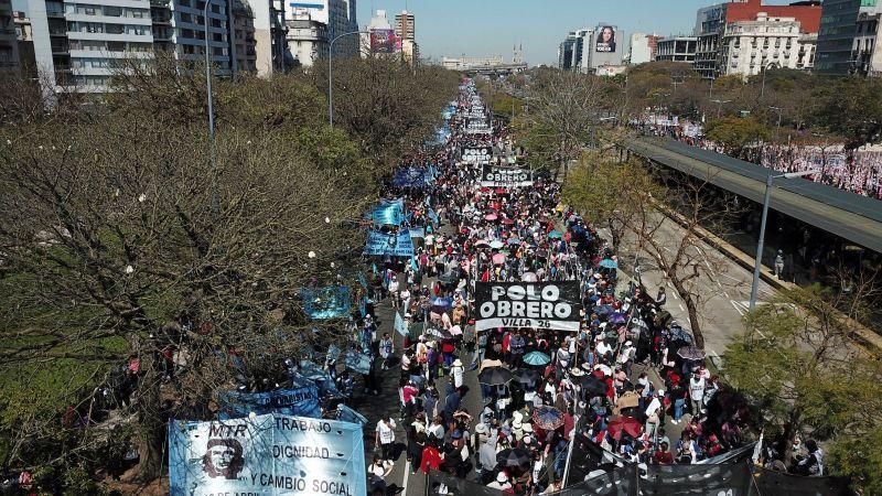 阿根廷4成是窮人 數萬人上街頭示威求工作