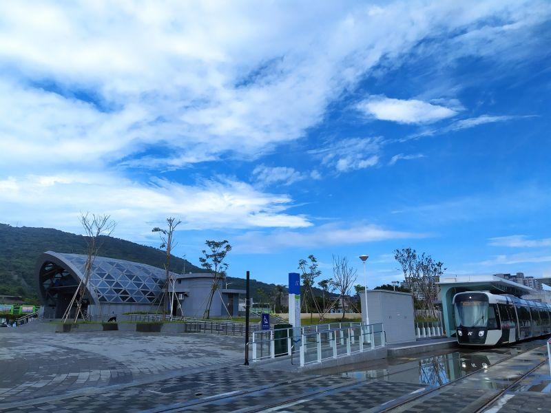 ▲高雄輕軌C18可轉乘台鐵。(圖/高市府捷運局提供)