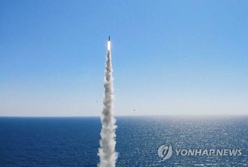 ▲韓國15日進行首次潛艦發射之彈道飛彈試射。(圖/翻攝自《韓聯社》)