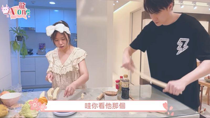 ▲茵聲和劉書宏合體拍影片。(圖/翻攝YT)
