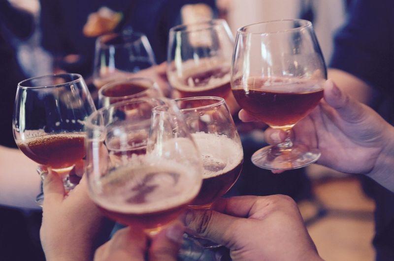 ▲你身邊是否有朋友或者自身一喝酒臉就會漲紅的人呢?(圖/pixabay)