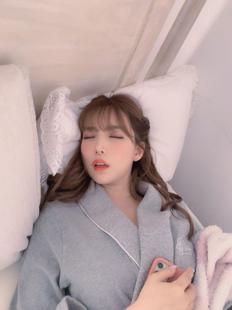 ▲▼經紀人每天都在出賣三上悠亞的超醜床照。(圖/yuamikami_mane