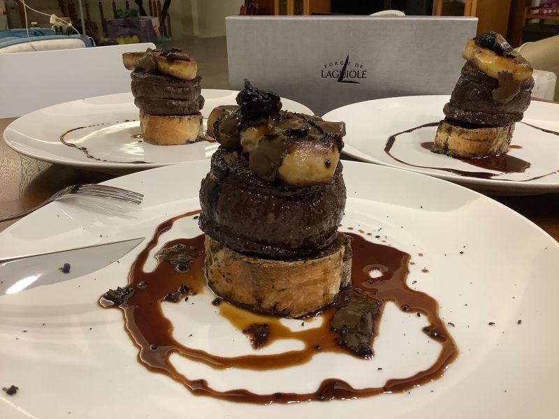 ▲經過原PO料理後,菲力牛排竟變成法國經典名菜「羅西尼牛排」。(圖/翻攝自《Costco好市多