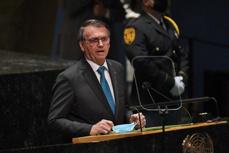 ▲巴西總統波索納洛21日在第76屆聯合國大會發言,宣揚巴西環境政策奏效和經濟表現,並主張對COVID-19採用早期治療。然而,演說內容傳回巴西後引發批評及媒體查核。(圖/美聯社/達志影像)
