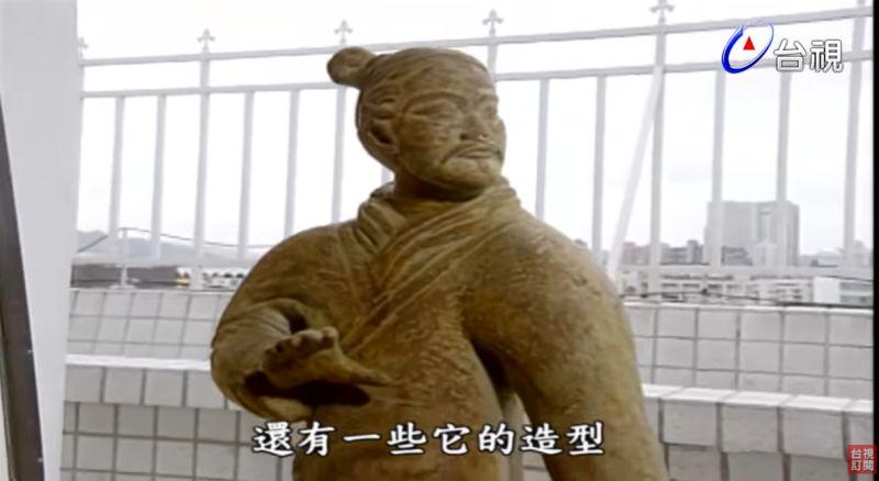 ▲費玉清笑說這些雕塑「高貴不貴」。(圖/台視YouTube)