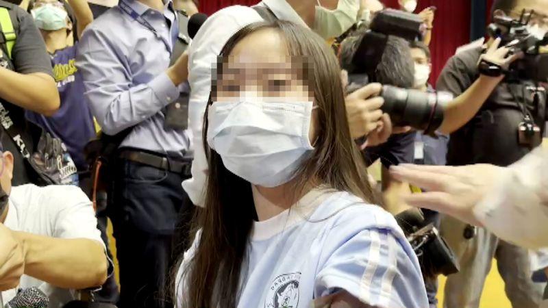 ▲大園國際高中一年一班徐同學,是全國第一個打BNT疫苗的學生。(圖/記者李春台翻攝)