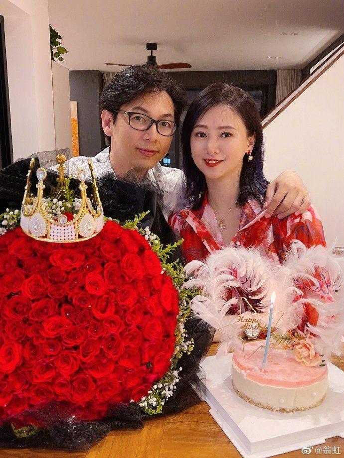 ▲翁虹和老公劉冠廷(左)。(圖/翁虹微博)