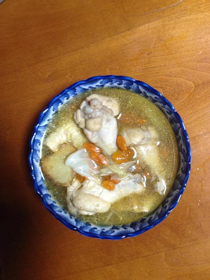 ▲原PO燉麻油雞湯「多1步驟」味道更香。(圖/翻攝自《廚藝公社》)