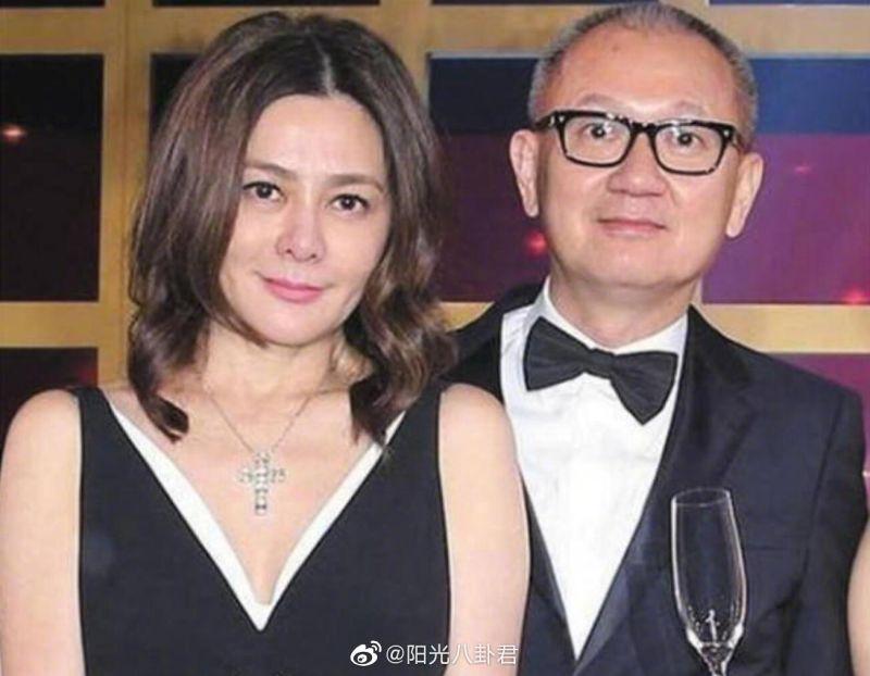 ▲關之琳(左)和陳泰銘交往時沒有公開,一公開即是離婚。(圖/陽光八卦君微博)