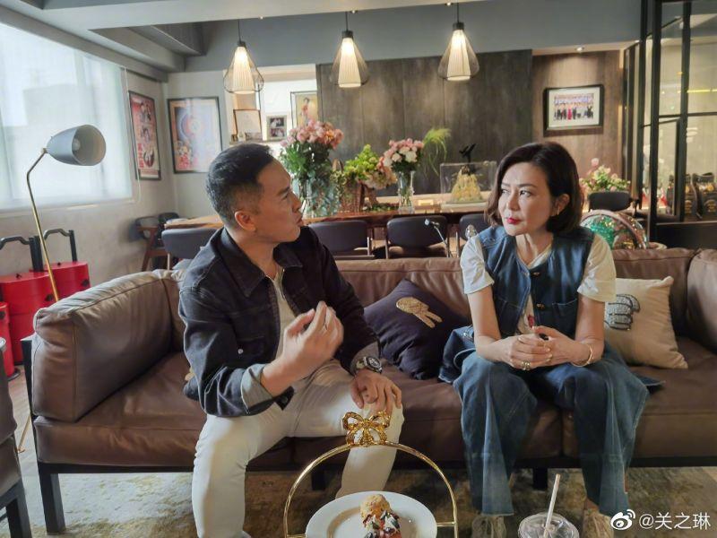 ▲關之琳(右)和甄子丹是昔日好友,兩人難得上綜藝節目。(圖/關之琳微博)