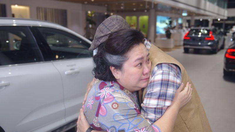 ▲鍾欣凌(左)3秒落淚嚇到楊銘威。(圖/國際富豪汽車提供)