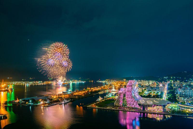 ▲2021國慶焰火在高雄,今(23)日晚間進行煙火試放。(圖/高雄市政府提供)