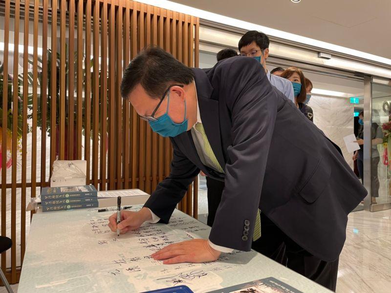 ▲桃園市長鄭文燦表示,只要悖離台灣認同路線,對於政黨來說可能都會是挑戰。(圖/記者黃宣尹攝,2021.09.25)