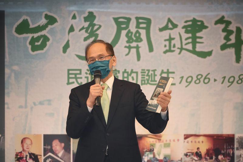 ▲立法院長游錫堃說,台灣民主政治是很多先賢、前輩共同打拼的成果,不是天上掉下來的,也不是國民黨從中國帶過來的。(圖/立法院提供)